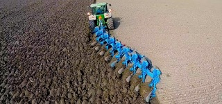 John Deere 8360R and 9 Furrow Lemken Diamant-12 Work Wonders on the Field
