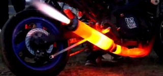 FIRE THROWING Motorcycle Exhaust Like F1 Formula Car!