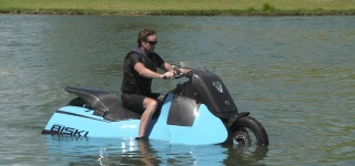 Gibbs Amphibious Motorcycle Switches to JET-SKI Mode in Less Than 5 Seconds!