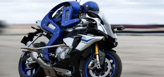 YAMAHA Shows Motobot Motorcycle-Riding Humanoid ROBOT!