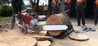 Australian V8 Chainsaw Powered by a Car Engine