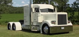 BADASS Custom 2003 Peterbilt