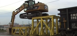 Amazing CAT 319D LN Hydraulic Excavator Climbs Like a Boss