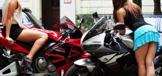 Girls Gone Wild: R6 VS ZX-6R VS CBR 600 RR Roll Racing!!!