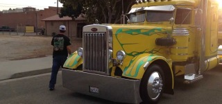 Old Peterbilt: What an Excellent Piece of Machinery!