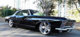 Gorgeously Charismatic 1965 Buick Riviera Customized Alloway's Hot Rod Caught on Camera at SEMA 2016