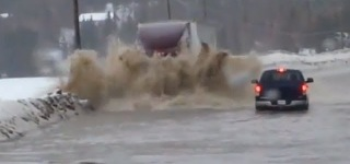 Badass Truck Drives All Along Flooded Road Just Like a Boss!!!