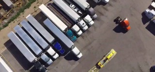 How to Play Tetris with Trailers: Coolest Truck Drivers Backs the Huge Trailer Perfectly