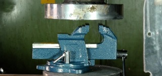 Insanely Growing Internet Trend: Sadistically Crushing Thing Under the Hydraulic Press