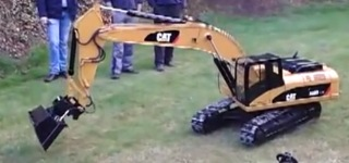 Amazingly Realistic 1:4 R/C Model CAT 329D L Hydraulic Excavator-Must See!!!