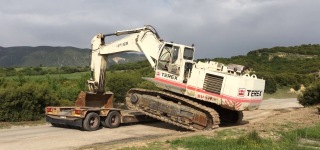 Transporting Gigantic Machines: Huge Terex RH30T Loading Itself By Side On Another Vehicle
