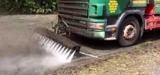 Road Jetter High Pressure Cleaning Truck Can Destroy Thick Moss Just in Seconds
