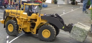 Bigger is Cooler: Extra Big XXL 120 Kg R/C Model of Volvo L320F Loader with Loading Capacity of 80kg