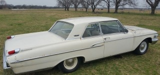 1962 Mercury Monterey S-55 That Has Been Sitting in Barn for 30 Years is Finally Unveiled