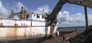 Cool Demolition Of A Boat With Tom Richardson