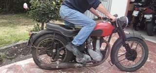 Guy Tries So Hard to Start Up 1951 BSA B33 Motorcycle Stored in a Shed for Over 25 Years