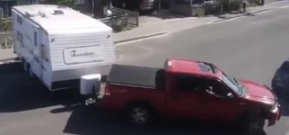Unlucky Guy Tries to Tow His Caravan and Ends up in Complete Failure