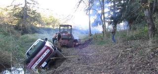 This How to Rescue a Chevrolet Pickup Truck Got Stuck in the Muddy Soil