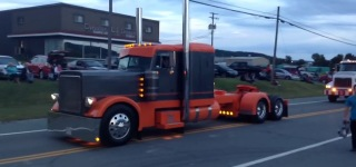 Amazing Peterbilt 379 Truck Making Jake Brake is Gonna Make You Have So Much Fun!