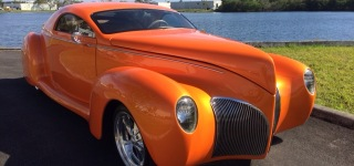 1939 Lincoln Zephyr is Polished So Beautifully That It Looks Like a Gemstone