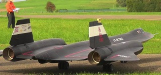 "Tremendous RC SR-71 ""Blackbird"" Aircrafts Floats Up in the Sky!"