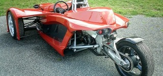 Motorcycle Engine Powered Reverse Trikes Drives Down Through the Streets Like Bad Boys!